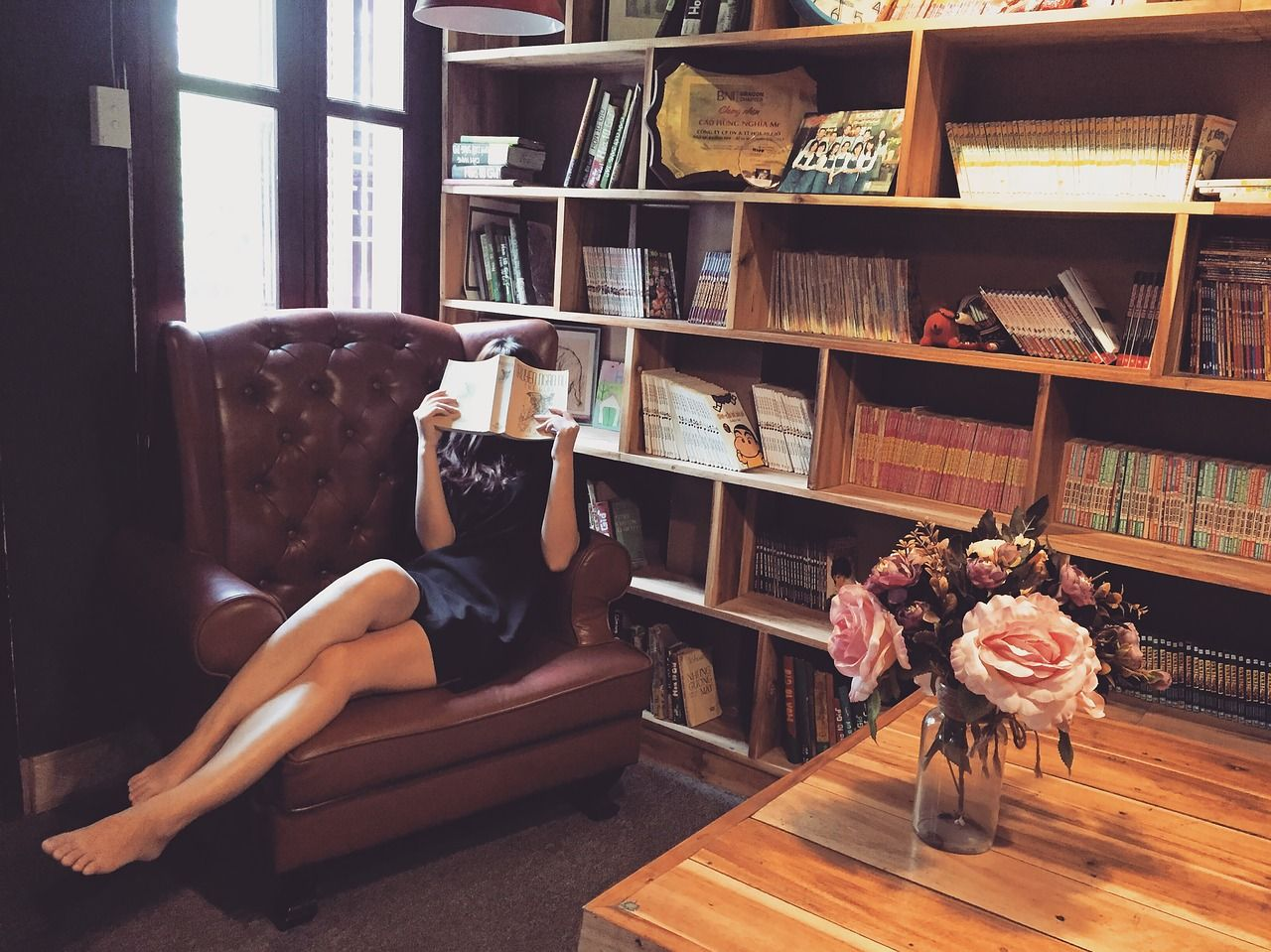 Cómo sentarse correctamente en un Sofá